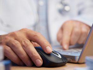 Электронные больничные выдают уже 180 петербургских клиник