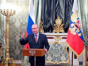 Владимир Путин: зарплаты в здравоохранении должны расти