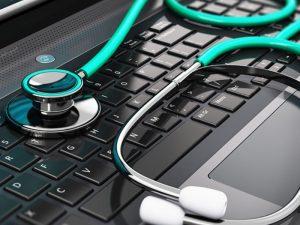 В детских поликлиниках Петербурга введут электронные медкарты