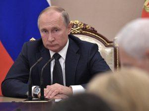 Путин поручил перейти с бумажной документации на электронную в здравоохранении