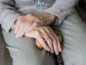 Минздрав сообщил, что высокотехнологичная медпомощь будет доступна по профилю «Гериатрия»